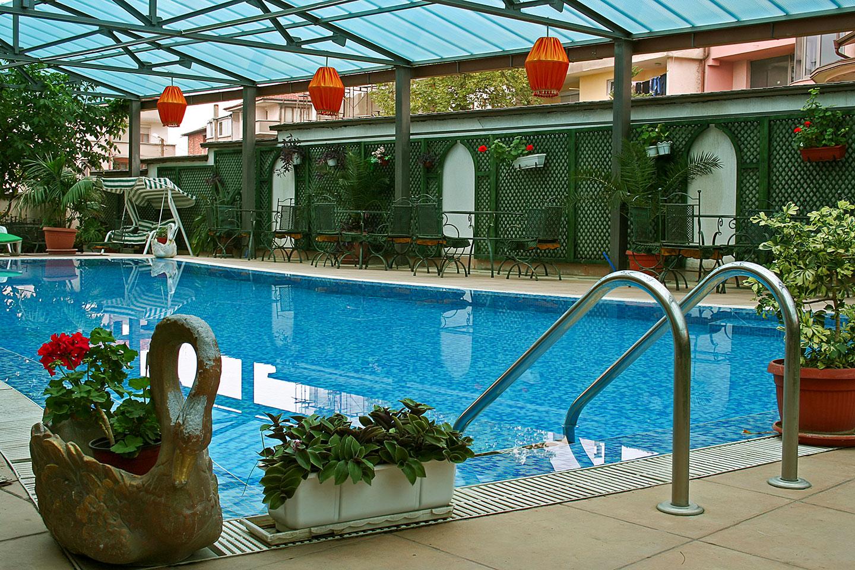 """Външен басейн - хотел """"Бац"""" - Петрич, България"""