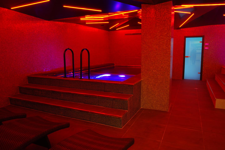 """SPA център - хотел """"Plaza"""" - Търгу Муреш, Румъния"""