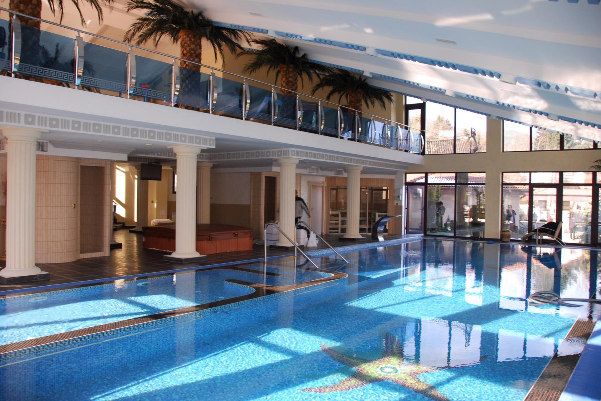 SPA център и басейн - еднофамилна резиденция